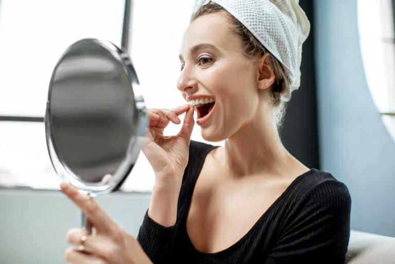 orthodontiste bruxelles invisalign bianchi woman miror aligner